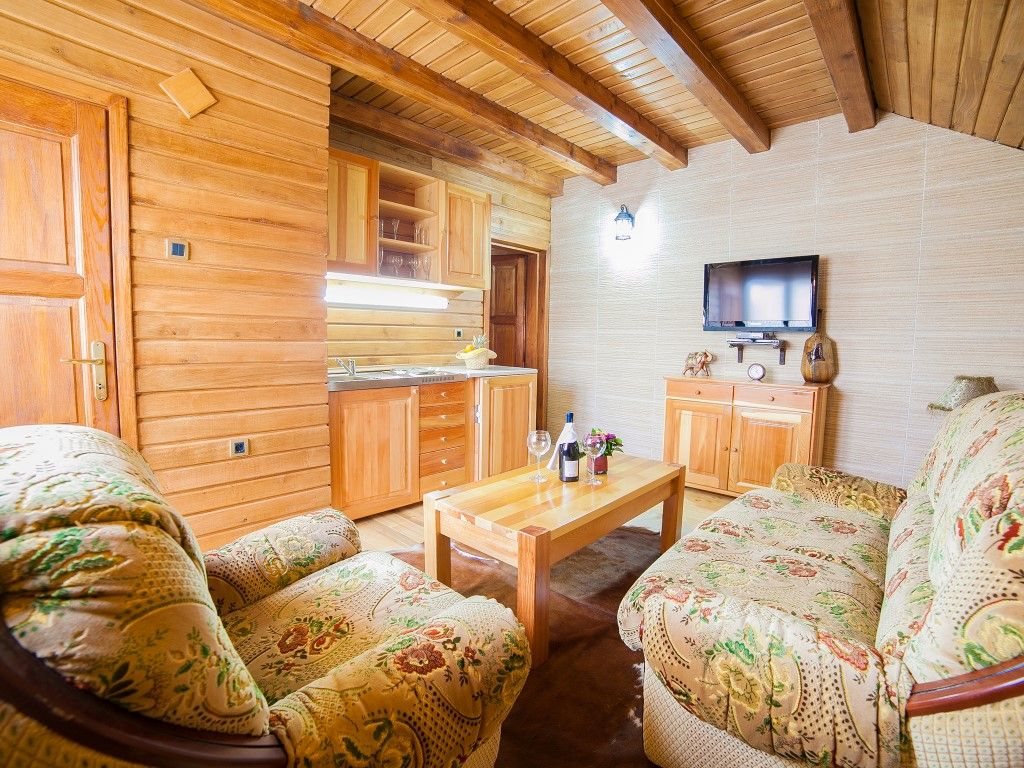 One-Bedroom Cottage with Balcony (2 adults)